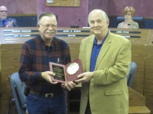 Mayor Jerry Burns presents a plaque of appreciation for service on the council to Garry Wilson.
