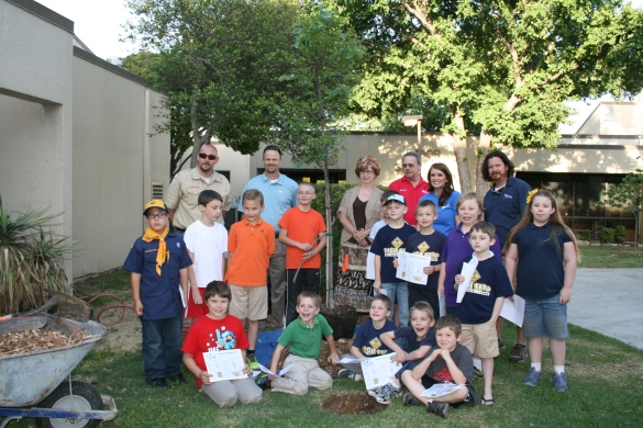 Pack 1170 with TXU and City of White Settlement Officials during the tree planting.